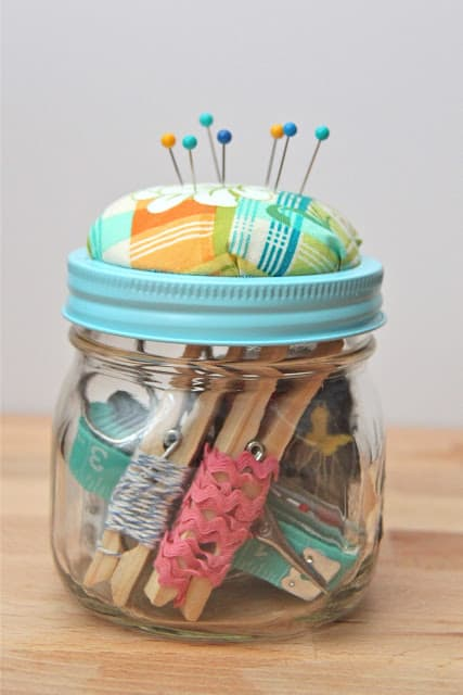 sewing-kit-in-a-jar