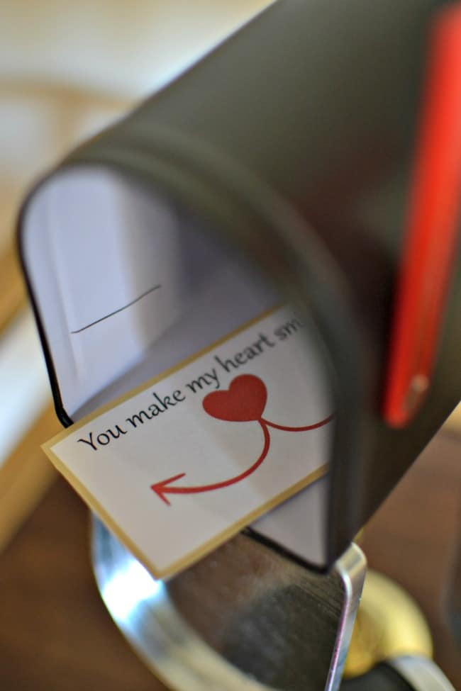 Valentine's Day Mailboxes: + FREE Printable Love Notes!