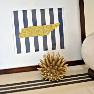 I love how easy and inexpensive it is to create this glitter state art. Perfect piece to diy for your own home or make as a gift for someone else. Plus a mess free version included!
