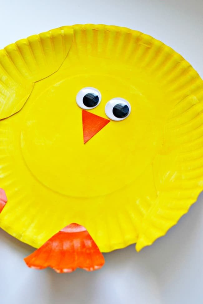 Create this cute little Easter chick with just a few supplies. Great craft project for little kiddos.