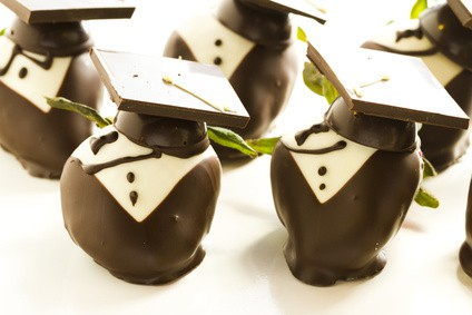 Celebrate your little graduate or big graduate with some of these simple and yummy graduation treat ideas. Perfect for any graduation ceremony!