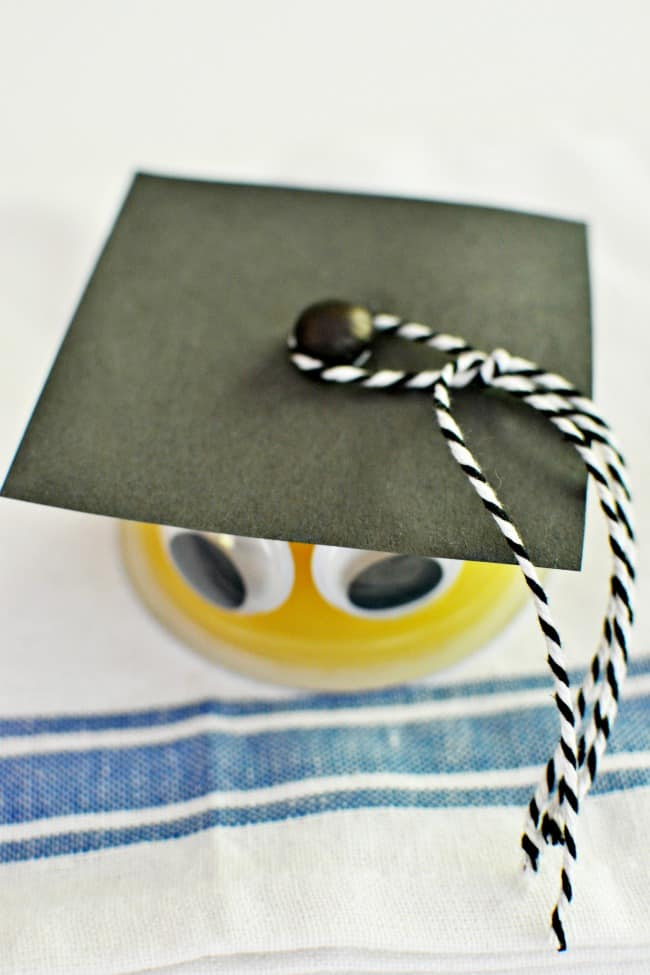 Create these little grads using apple sauce, pudding or fruit cups. So cute for your elementary kids graduations.
