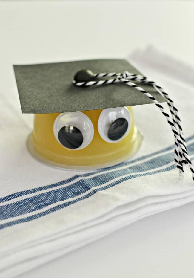 Here is a fun, creative & yummy way to celebrate your kid's graduation with this graduation treat idea. This lil grad with his graduation cap will surely be a hit with all the young grads in your life.