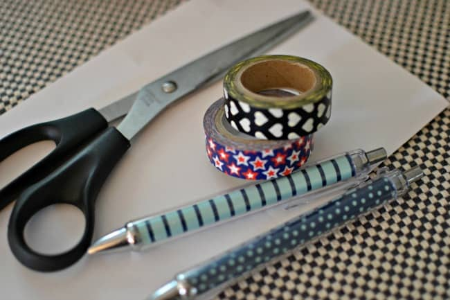 Make your own DIY custom washi pens! Great for changing out designs for the holidays, making custom pens for planning or making custom designs for gifts.