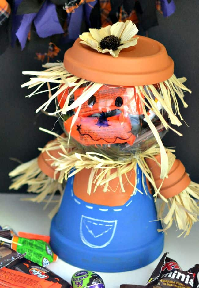 Scarecrow candy bowl... simple and easy to make for your next Halloween party.