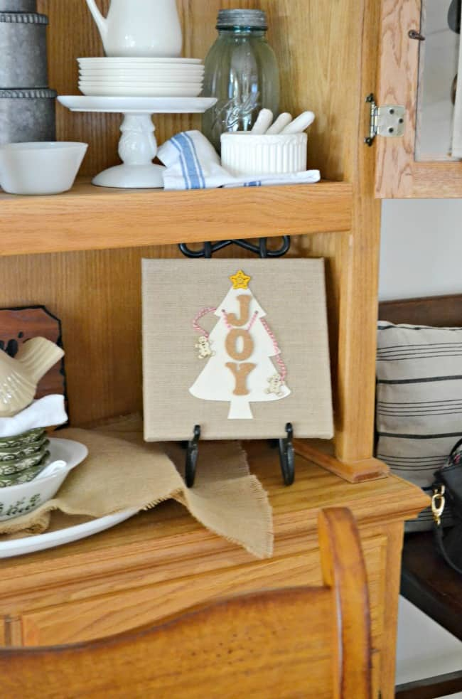 Craft up this cute JOY Burlap sign for the perfect gift this holiday season. Great for teachers too!