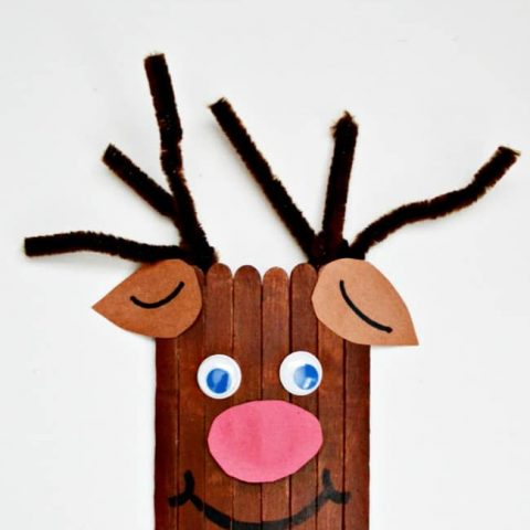 Looking for a Christmas craft do create while on holiday break? This Popsicle Stick Reindeer is to cute and all you need is a few simple supplies.