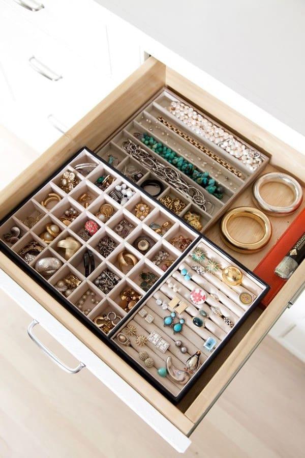 way to organize jewelry
