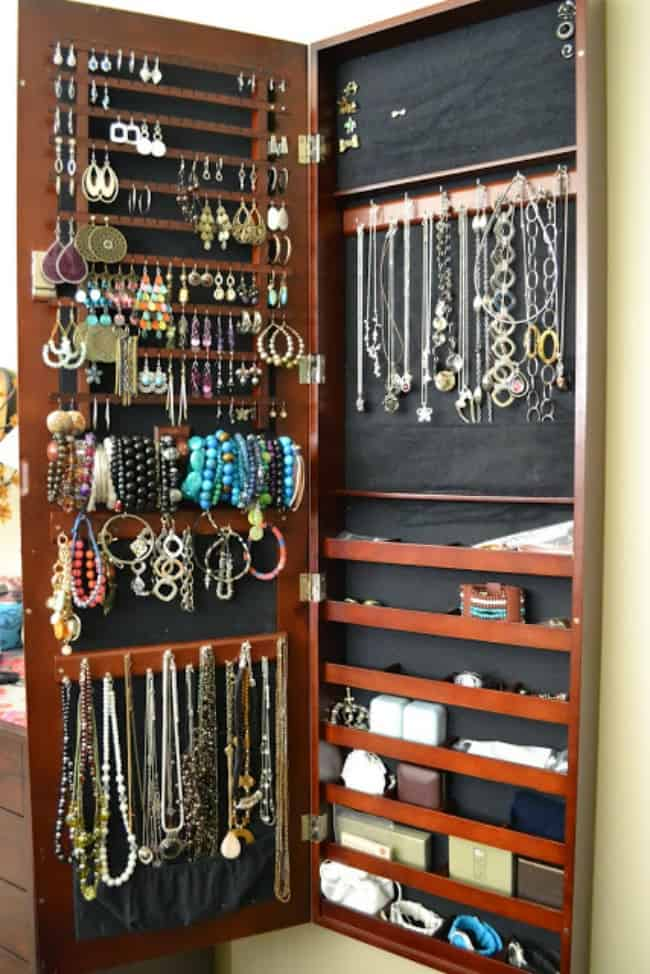 best way to organize jewelry