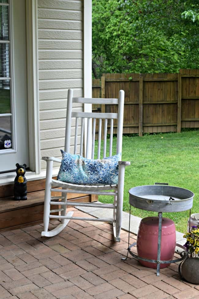 With summer approaching with a quickness, an outdoor space will almost likely become your family's favorite spot. I hope these spring patio decorating ideas will help you enjoy it even more.