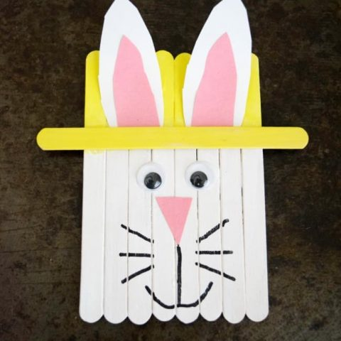 Let's get crafty this weekend with this super fun popsicle stick Easter bunny. Great kids craft idea for Easter or Spring.