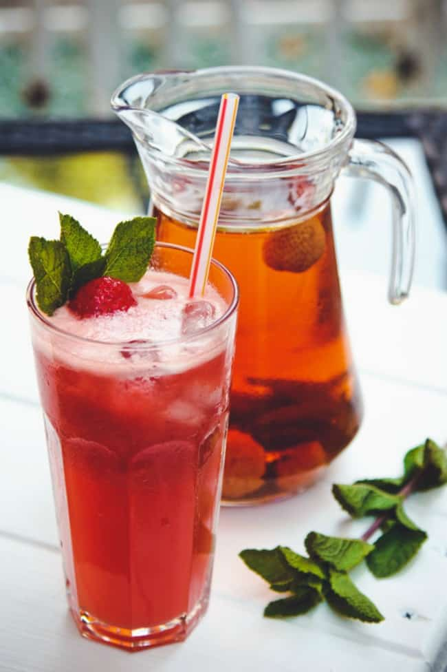 Looking for the perfect summery sweet drink? How about trying out something different and giving this Strawberry Iced Tea a try.
