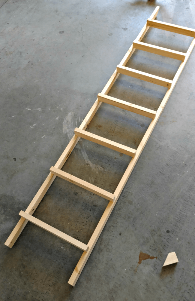 Build this decorative wooden ladder, perfect for the farmhouse style lover for under $10. A charming accent piece for any home.