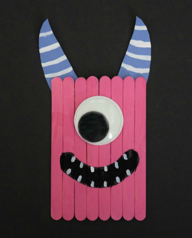 Create this popsicle stick monster craft to go along with a fun Halloween book, The Spooky Wheels on the Bus. #Halloween #PopsicleStickCrafts #crafts #monster #SpookyWheelsontheBus #bookcraft #kidsactivities #kidcrafts